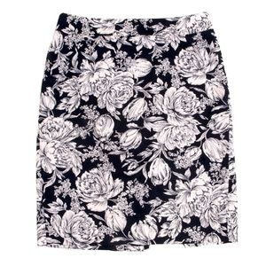 Ann Taylor Black and White Print Pencil Skirt - 6